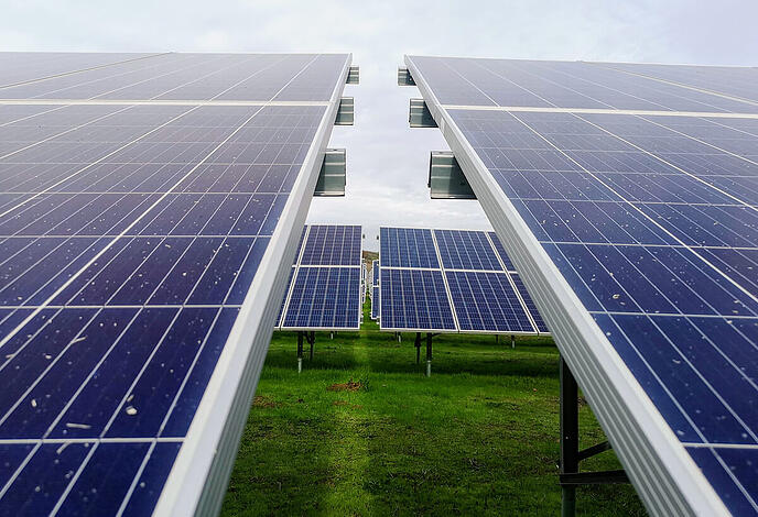 ferme-panneaux-solaires-photovoltaiques-polycristallins