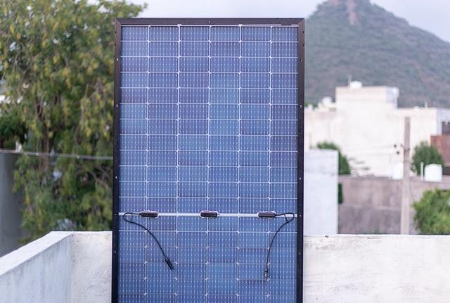 panneau-solaire-polycristallin-vertical-toit